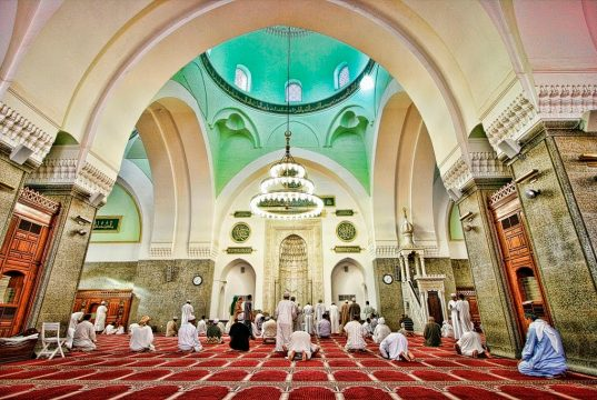 Membicarakan Urusan Dunia Di Dalam Masjid