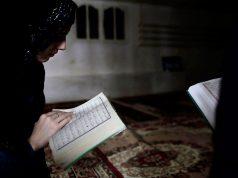 Tilawah Al Qur'an Tanpa Menutup Aurat